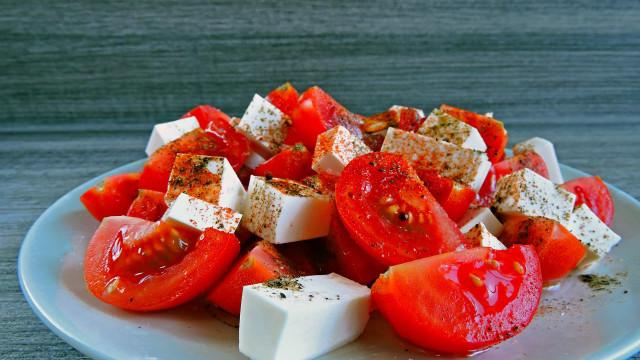 Pela sua saúde, coma tomate! Descubra os benefícios deste alimento