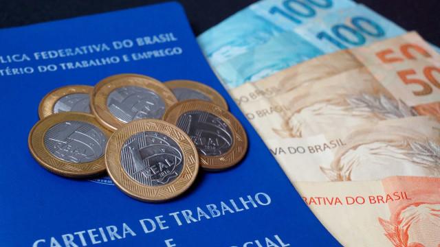 Bolsonaro sanciona lei do salário-mínimo 2020