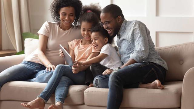IBGE: Mulheres negras precisam se dedicar à casa mais que as brancas