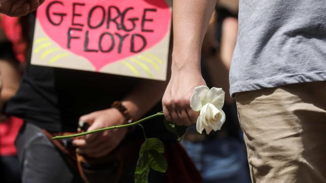 """George Floyd foi morto pela """"pandemia do racismo e da discriminação"""""""