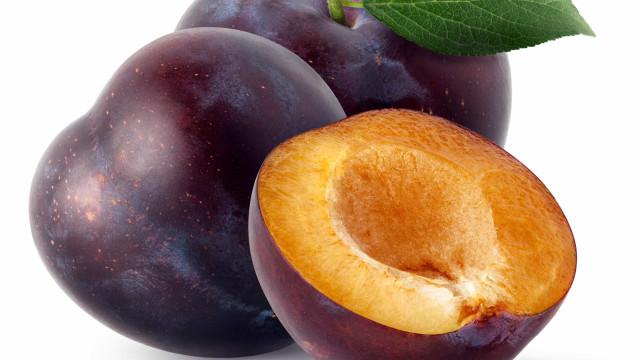 Baixa em calorias, rica em nutrientes. Benefícios da ameixa