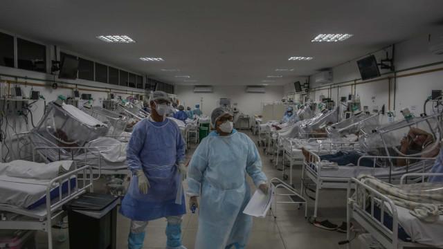 Deputados invadem hospital de campanha em SP e causam tumulto