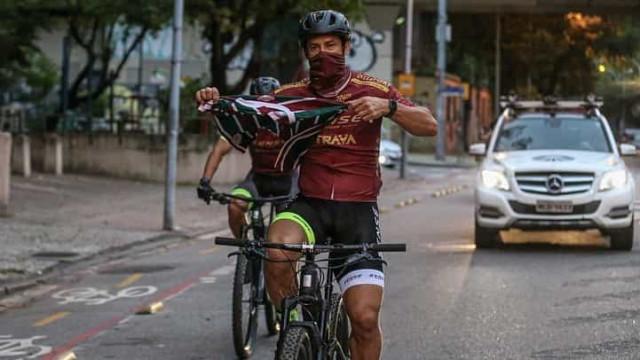 Fred chega ao Flu após percorrer 600 km pedalando desde MG