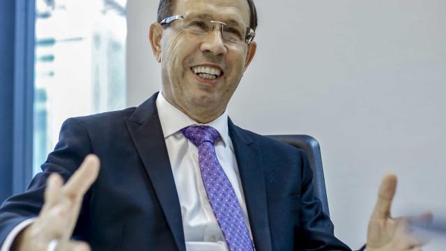 Senador pede quebra de sigilo do bilionário Carlos Wizard na CPI da Covid