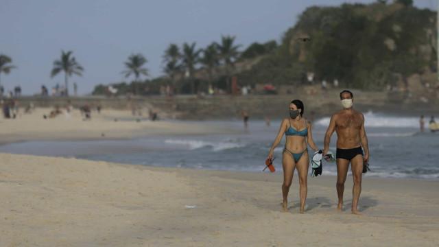 """""""Blitz da vida"""" enfrenta resistência para retirar pessoas das praias"""