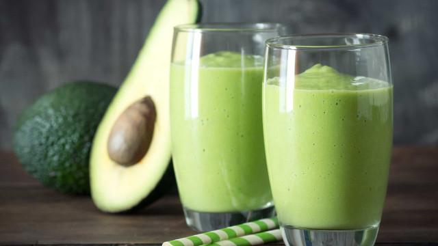 Quer perder peso? Experimente este smoothie de abacate e abacaxi