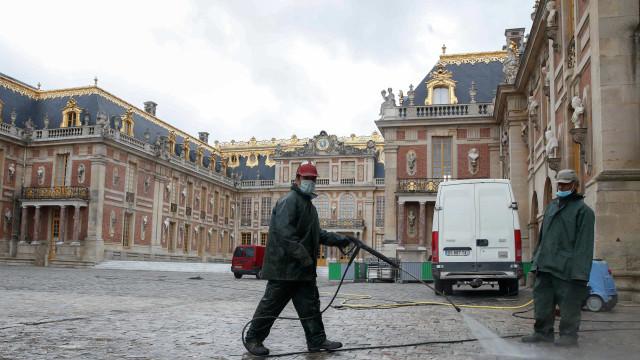 França reporta 262 mortes em 24 horas, o número mais elevado desde maio