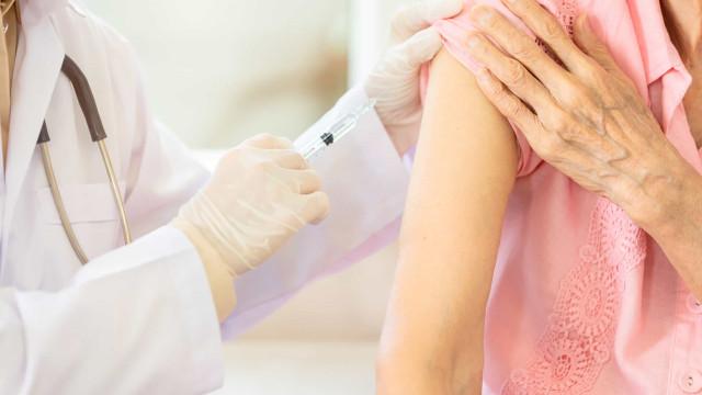 46,9% preferem aguardar resultado sobre eficácia antes de se vacinar, diz pesquisa