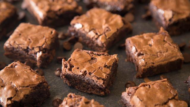 Aprenda a fazer um brownie simplesmente ma-ra-vi-lho-so!