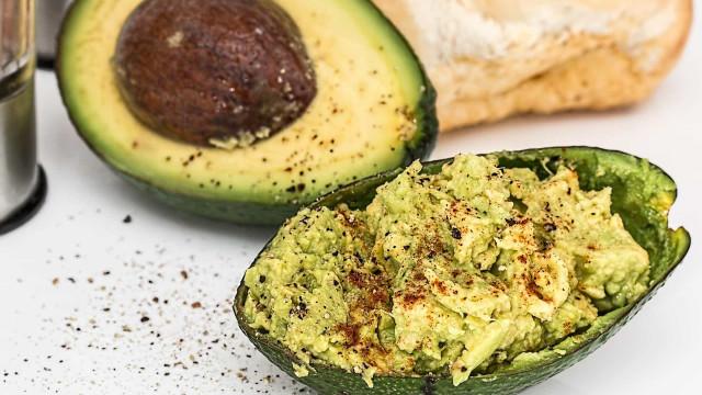 Aprenda a fazer receita de maionese de abacate fit