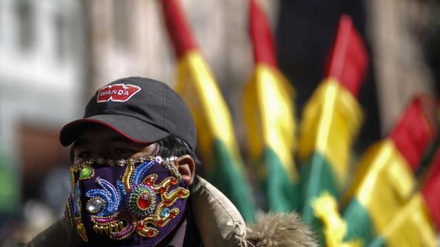 Manifestações e bloqueios contra nova data das eleições na Bolívia