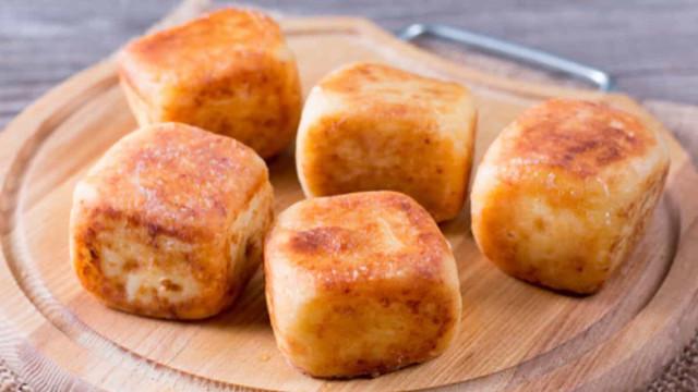 Aprenda fazer cubinhos de queijo coalho empanados com torrada