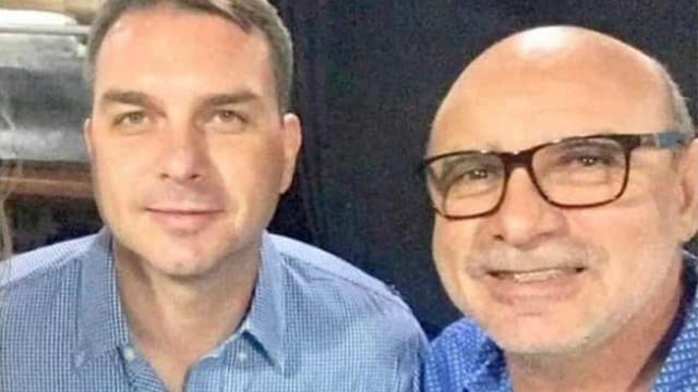 Procuradoria envia intimação para Flávio depor sobre caso Queiroz