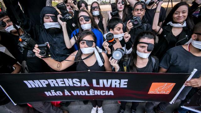 Governos precisam elevar proteção a jornalistas, diz União Europeia