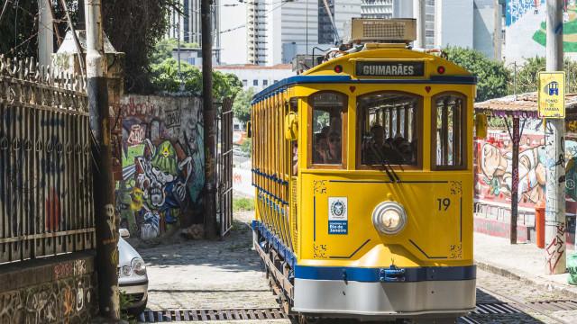 Bonde de Santa Teresa volta a funcionar no Rio