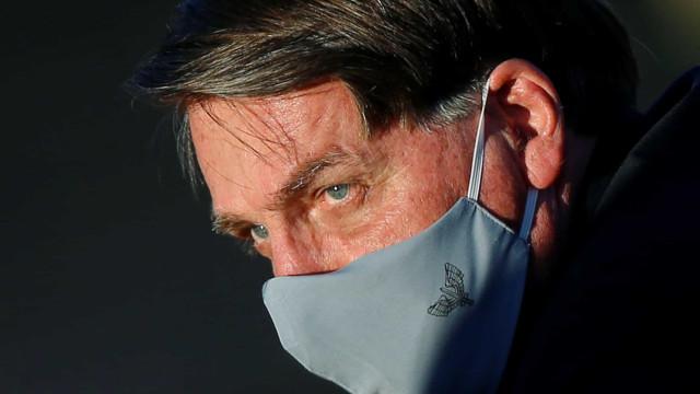 Bolsonaro anuncia que exame deu positivo para covid-19