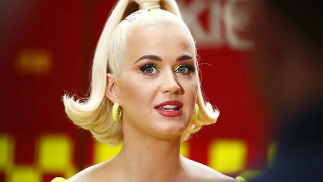 Maternidade real! Katy Perry mostra corpo quatro dias após dar à luz