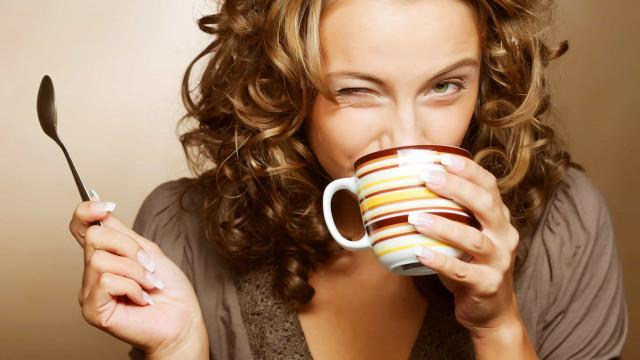 Exageros alimentares? Beba um destes três chás no dia seguinte
