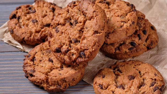Receita de cookies de aveia com pepitas de chocolate