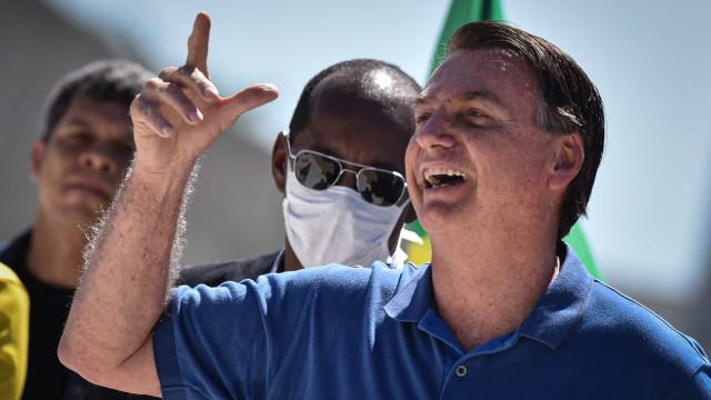 Bolsonaro almoça com embaixador para comemorar independência dos EUA