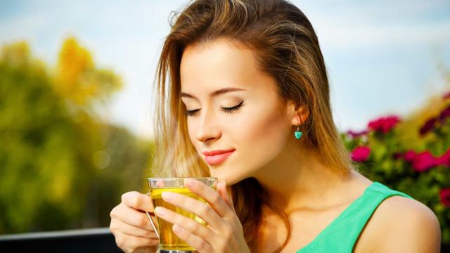 Bebidas saudáveis. Quanto chá verde deve beber por dia?