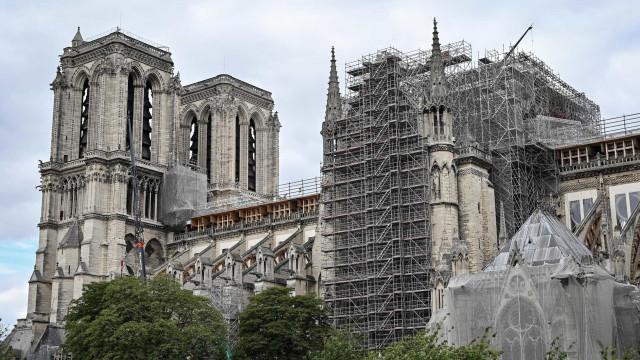 Obras na torre incendiada de Notre-Dame terminam até final de setembro