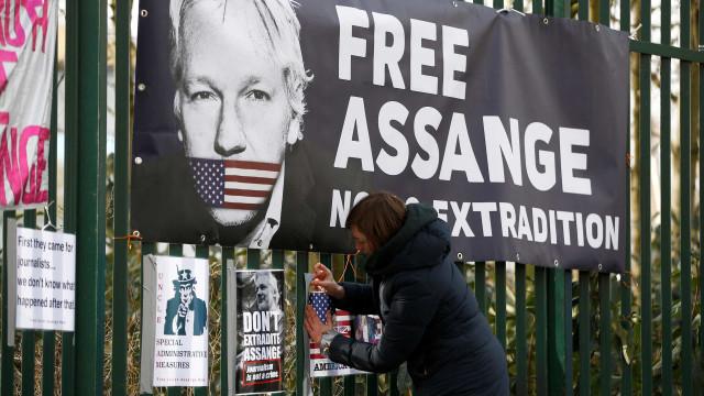 Carta aberta internacional pede a Londres a libertação de Assange