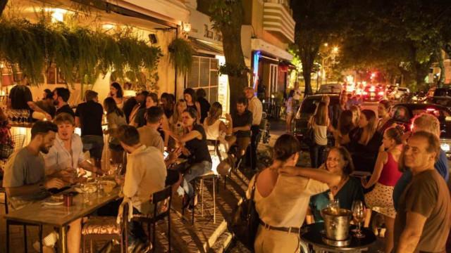 Prefeitura do Rio multa bares com aglomeração no Leblon e Barra da Tijuca