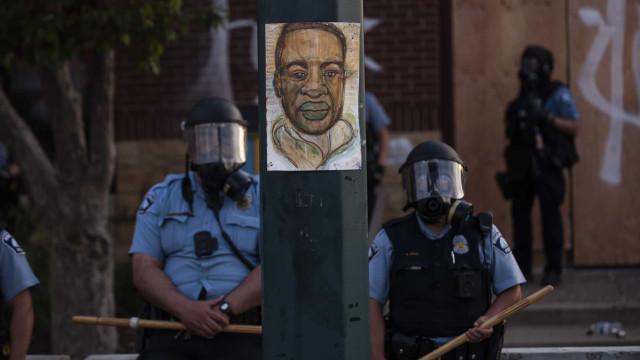Policial envolvido na morte de Floyd paga fiança e deixa prisão