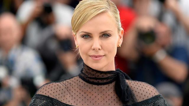 Charlize Theron lamenta não participar de spin-off de 'Mad Max'