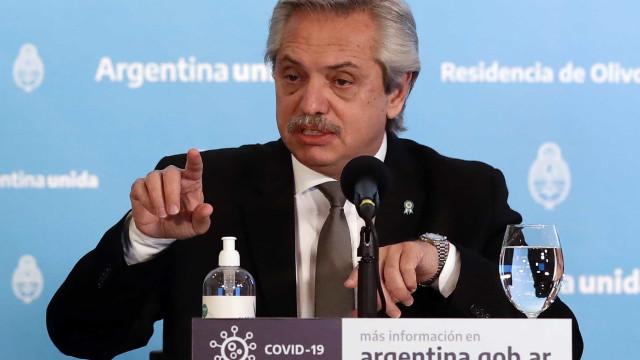 Bolsonaro ameniza tom ao falar da Argentina e diz querer conversa a sós com Fernández