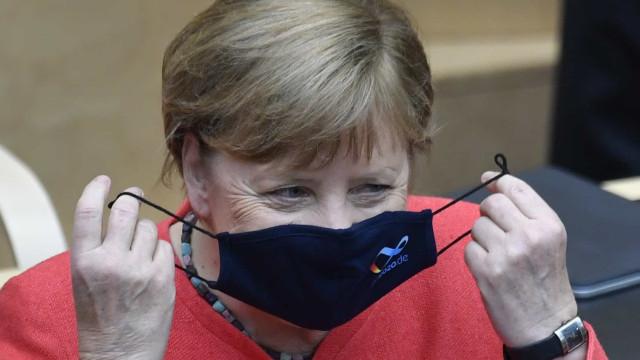 Merkel defende unidade europeia e fundo franco-alemão para vencer crise