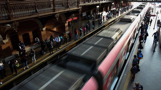 Incêndio atinge interior de túnel de metrô na avenida Paulista, em SP