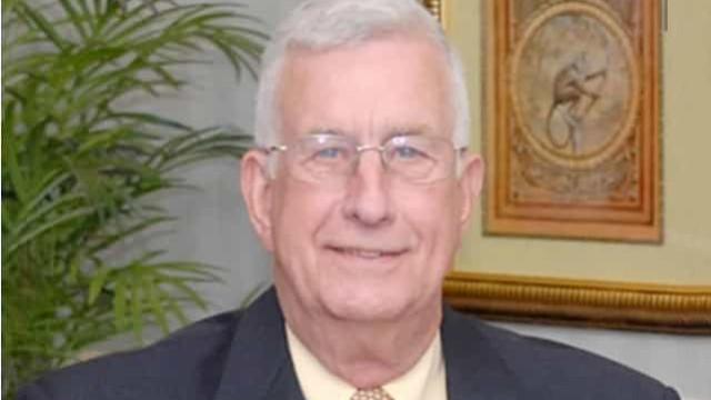 Prefeito há mais de 30 anos de cidade do Alabama morre de Covid-19