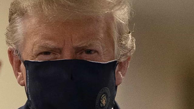 """Donald Trump defende uso de máscara como gesto """"patriótico"""""""