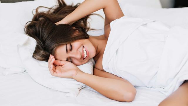 Mulheres que fazem isto na cama têm o dobro de chance de engravidar