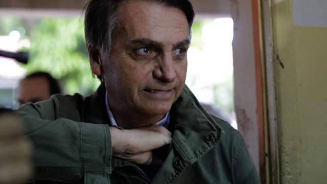 Em entrevista, Bolsonaro afirma que está muito bem e que fará PCR
