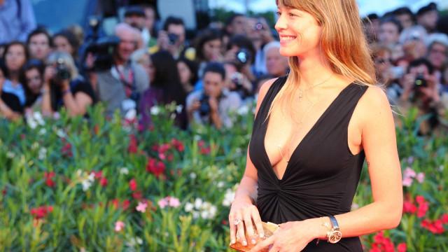 Luana Piovani aparece dançando de lingerie em vídeo de nova série portuguesa