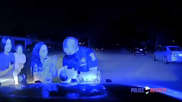 Vídeo mostra policial salvando bebê engasgada. Imagens arrepiantes!