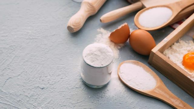 Azulejos gordurosos? Use bicarbonato de sódio