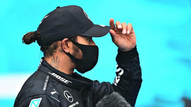 Com dobradinha da Mercedes, Hamilton lidera o 1º treino livre do GP do Bahrein