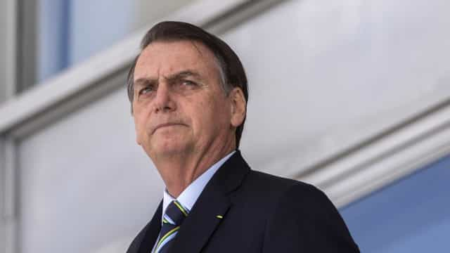 Após 100 mil mortes por covid, Bolsonaro lamenta óbitos