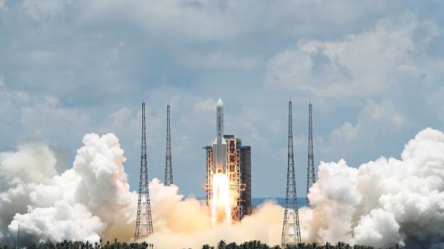 China lança com sucesso sua primeira missão a Marte