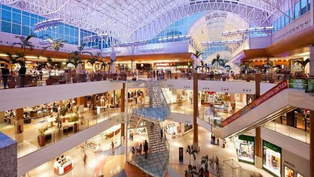Filas são registradas no primeiro dia da reabertura de shoppings