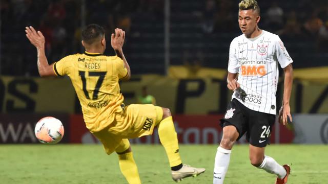 Recuperado da covid-19, Cantillo treina e poderá reforçar Corinthians