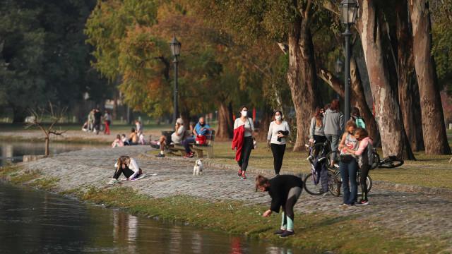 Argentina prolonga quarentena e adverte para ajuntamentos clandestinos