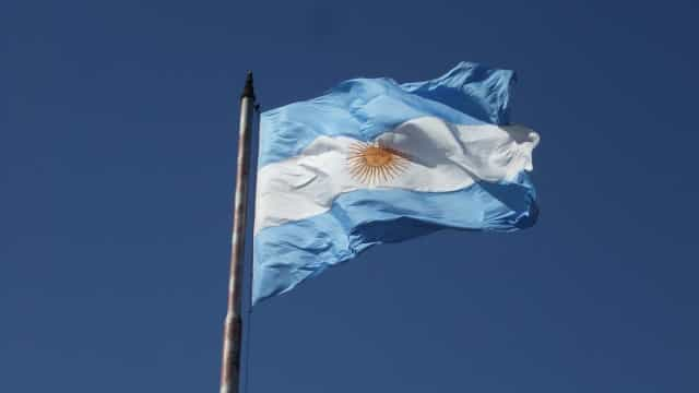 Argentinos reagem a liberação de repressor durante pandemia