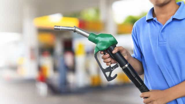 Preço médio da gasolina nas refinarias tem reajuste de 4%