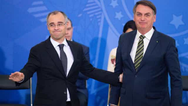 Bolsonaro encontra Mendonça e reafirma apoio após impasse com Alcolumbre