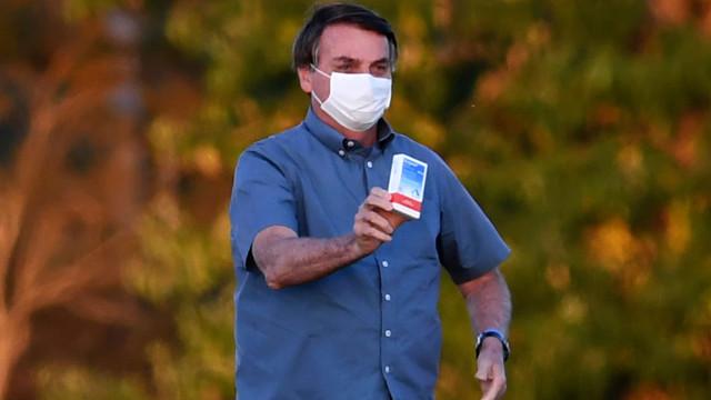 Senador quer custos da produção de cloroquina na conta de Bolsonaro